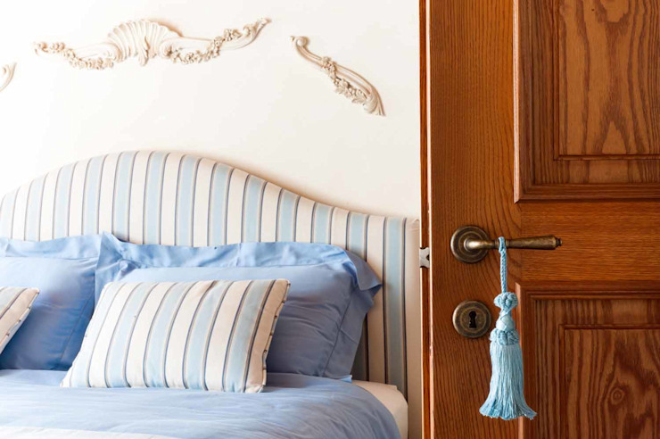Bedroom by STUDIO CERON & CERON, Classic