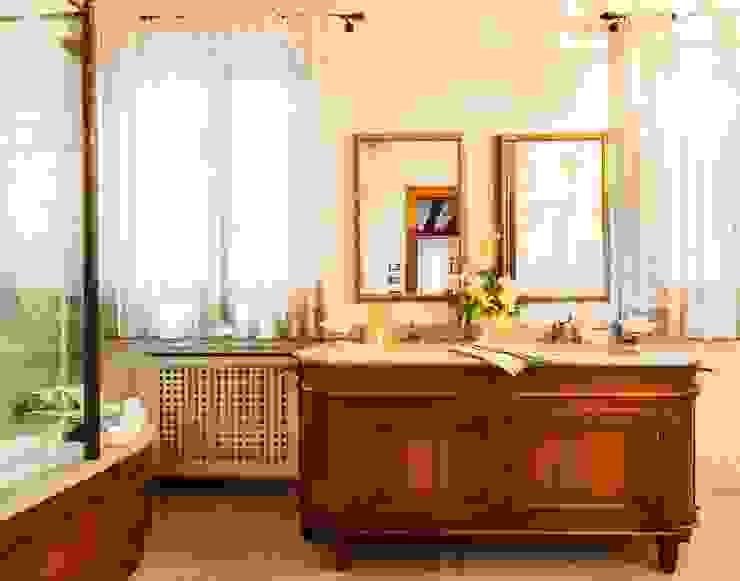 Bathroom by STUDIO CERON & CERON, Classic