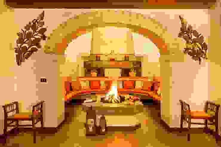 Living room by STUDIO CERON & CERON,