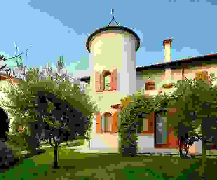 Rumah Klasik Oleh STUDIO CERON & CERON Klasik