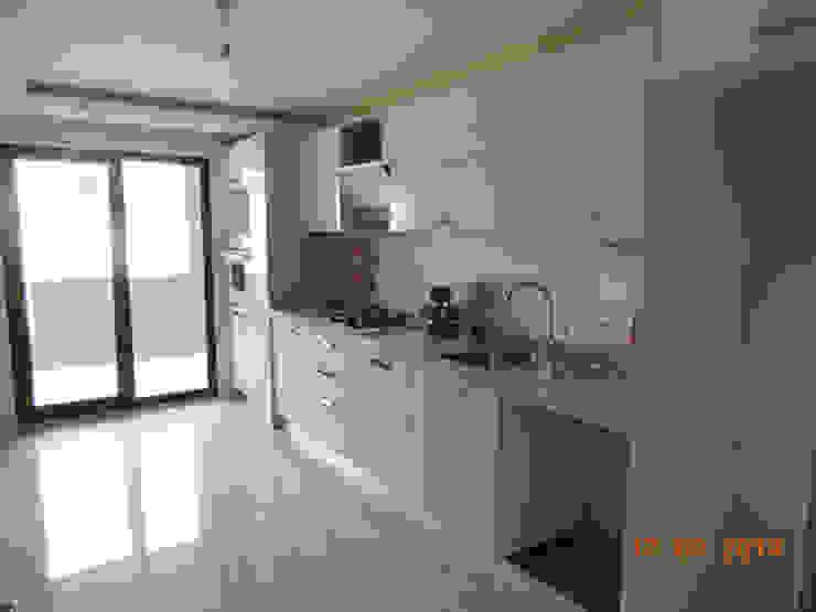 Modern kitchen by Minel Mimarlık Yapı Mühendislik İnşaat Sanayi Ticaret Limited Şirketi Modern