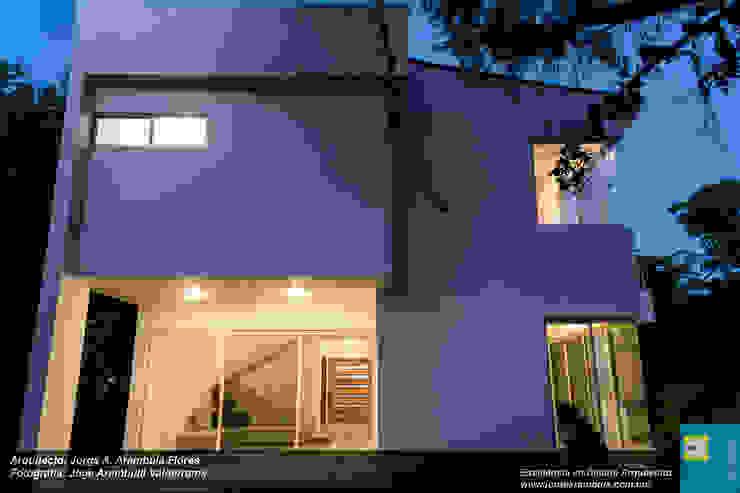 FACHADA LATERAL Casas modernas de Excelencia en Diseño Moderno Ladrillos