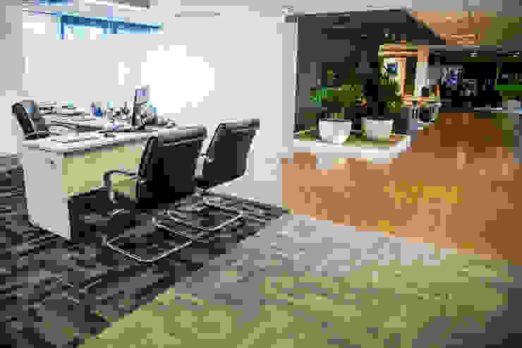 VERONA CARPETES E VINILICOS Industrial style study/office