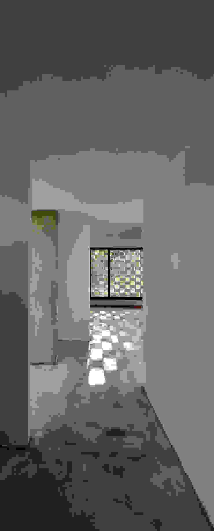 Casa D+S Pasillos, vestíbulos y escaleras modernos de BSBarqs. Moderno