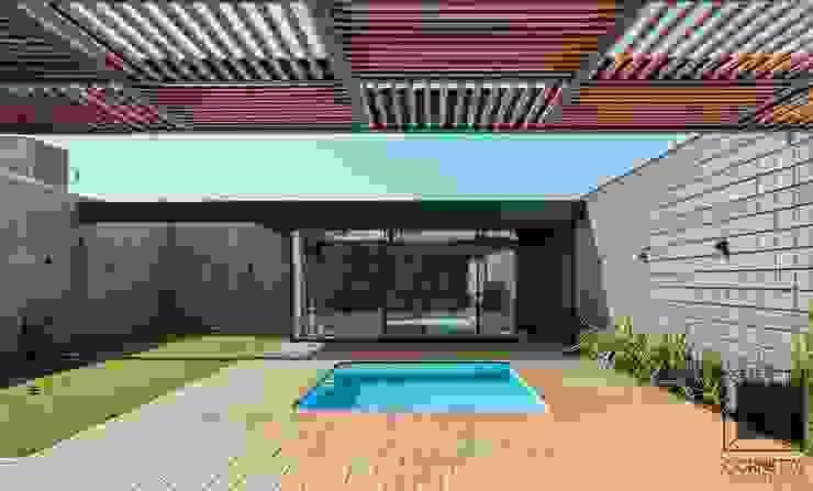 Piscinas de estilo moderno de Cornetta Arquitetura Moderno