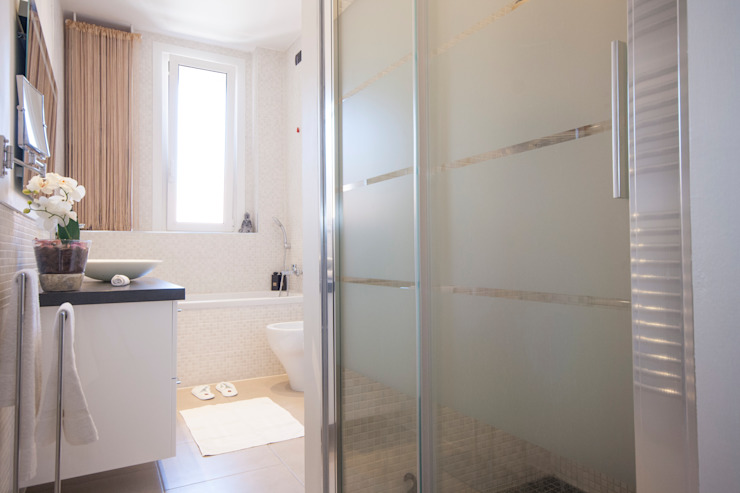 DemianStagingDesign Modern style bathrooms