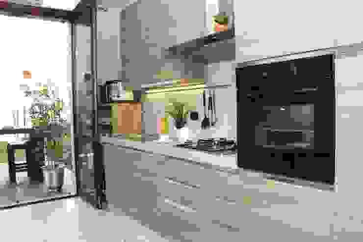 DemianStagingDesign Classic style kitchen
