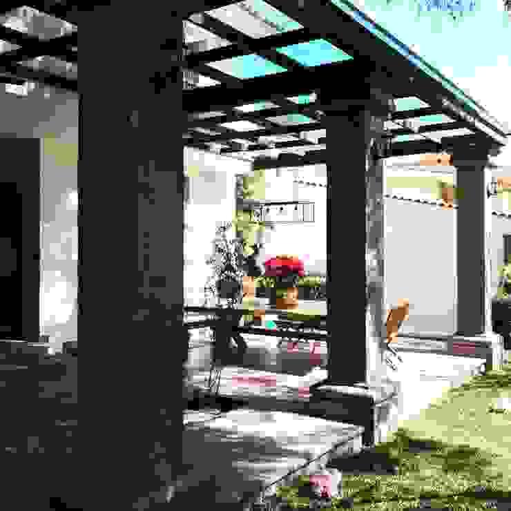 Colonial style balcony, veranda & terrace by Arki3d Colonial