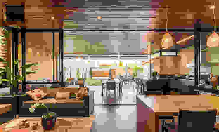 Livings modernos: Ideas, imágenes y decoración de Cornetta Arquitetura Moderno