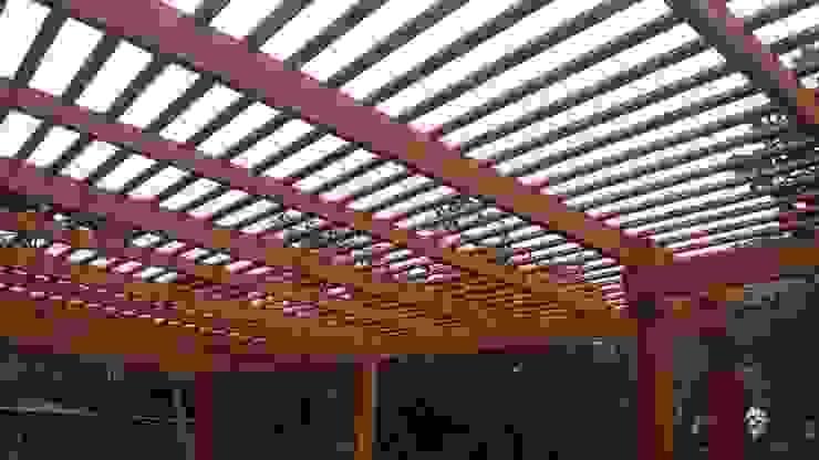 Pérgola Parrón Balcones y terrazas eclécticos de ARQUITECTURA E INGENIERIA PUNTAL LIMITADA Ecléctico Madera Acabado en madera