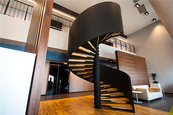 Corridor, hallway & stairs oleh MERDİVENEVİ