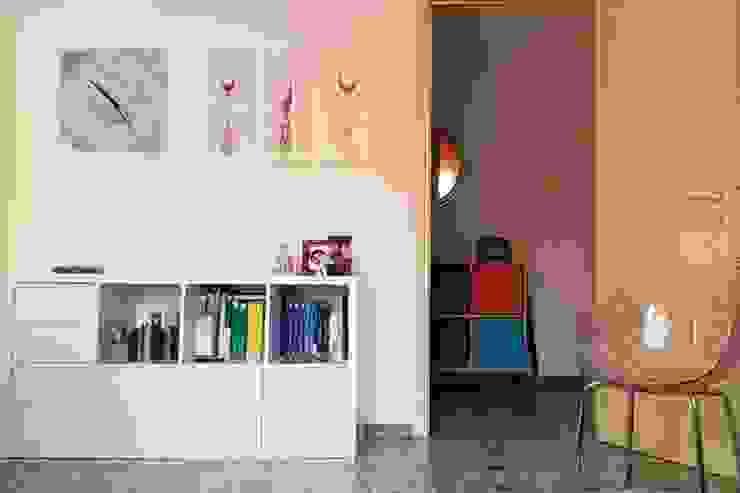 Moderner Flur, Diele & Treppenhaus von Studio di Architettura Luigi Stracquadaini Modern MDF