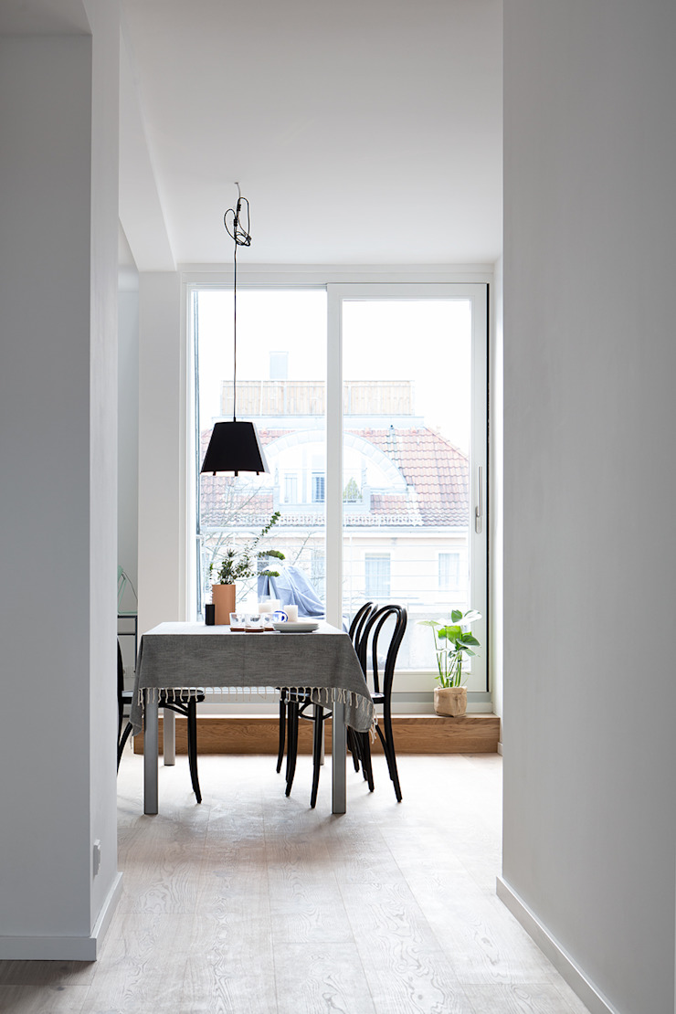 Dining room by SALTY INTERIORS