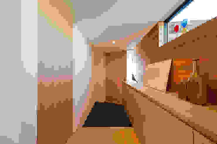 Ingresso & Corridoio in stile  di STaD(株式会社鈴木貴博建築設計事務所)