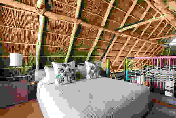 MORADA CUATRO Dormitorios de estilo tropical