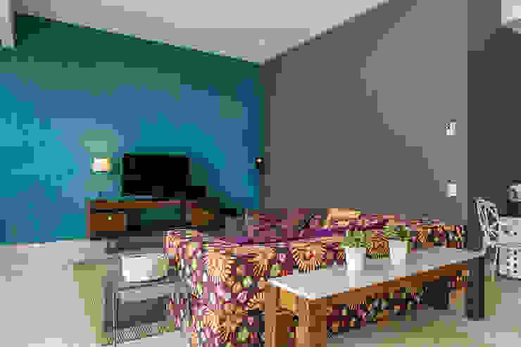 Salon moderne par MORADA CUATRO Moderne
