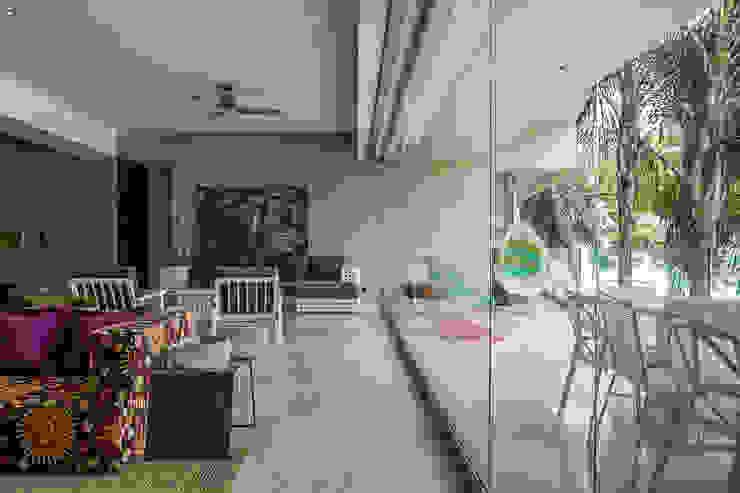 Modern living room by MORADA CUATRO Modern