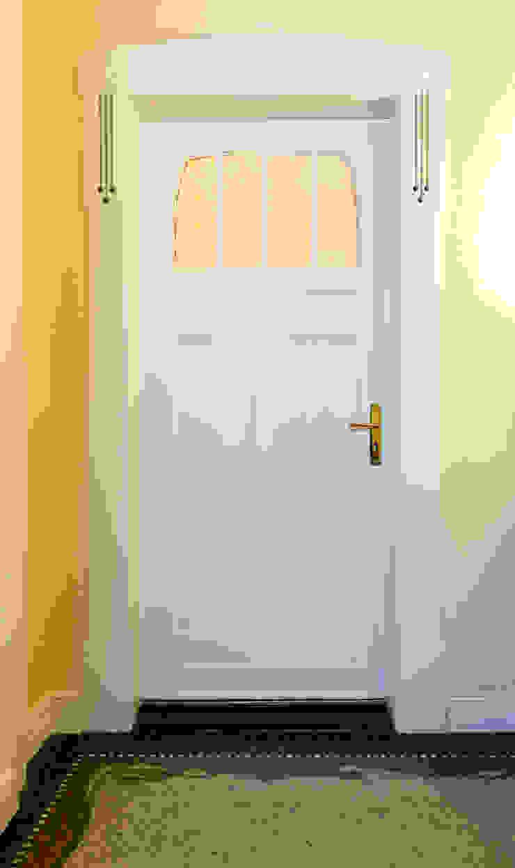 Janelas e portas clássicas por Pamela Kilcoyne - Homify Clássico
