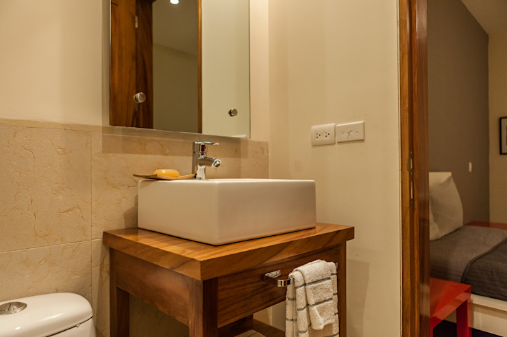 VENEROS Baños modernos de MORADA CUATRO Moderno
