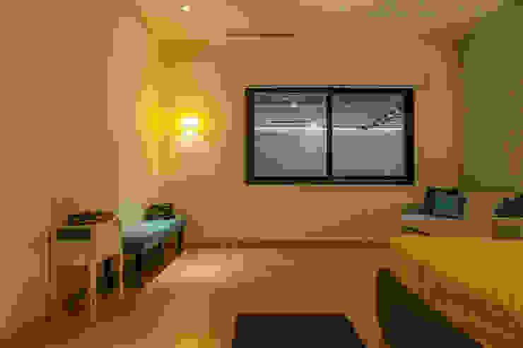 Phòng ngủ phong cách hiện đại bởi MORADA CUATRO Hiện đại