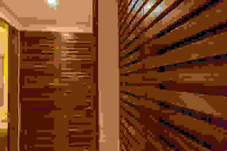 VENEROS Vestidores modernos de MORADA CUATRO Moderno Madera Acabado en madera