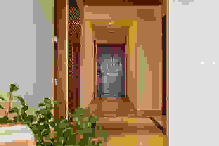 Hành lang, sảnh & cầu thang phong cách hiện đại bởi MORADA CUATRO Hiện đại