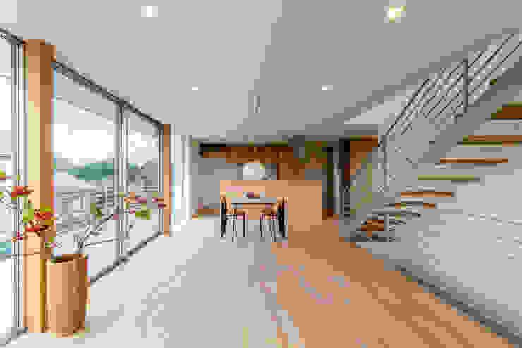 现代客厅設計點子、靈感 & 圖片 根據 STaD(株式会社鈴木貴博建築設計事務所) 現代風