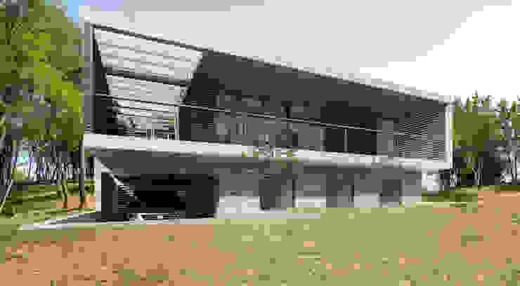 Fachada posterior (Nor / Oeste) Casas minimalistas de 1.61 Arquitectos Minimalista