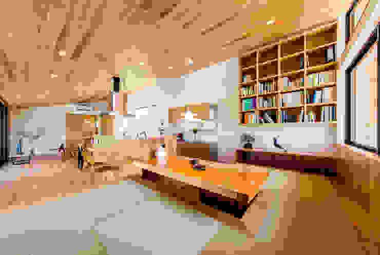 Modern dining room by STaD(株式会社鈴木貴博建築設計事務所) Modern