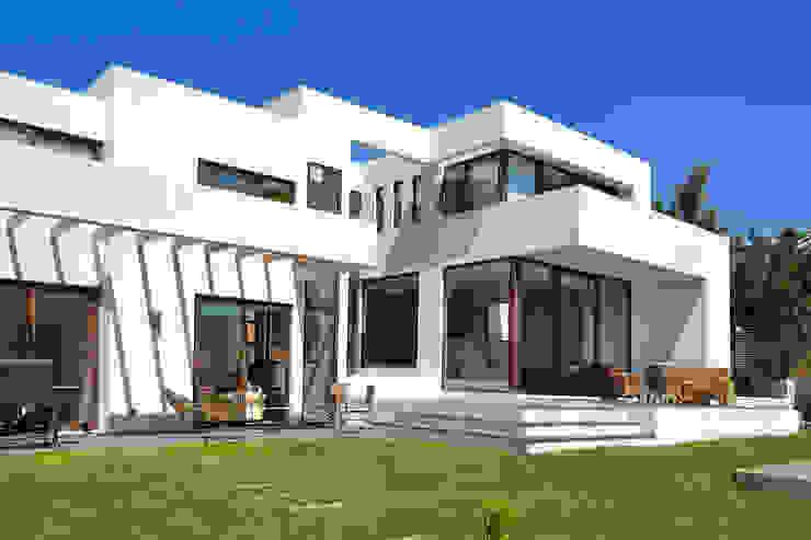 Casa en Pendiente 1 Casas estilo moderno: ideas, arquitectura e imágenes de Marcelo Roura Arquitectos Moderno Concreto