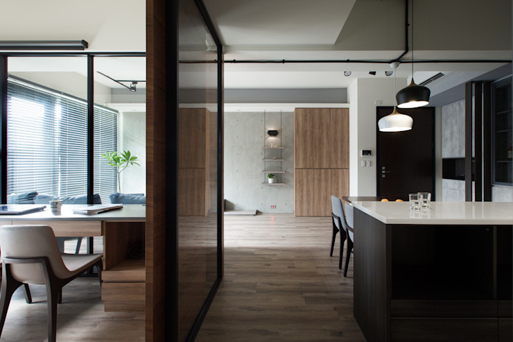 冷調灰色系混搭建材的舒適家居 根據 苑茂室內設計工作室