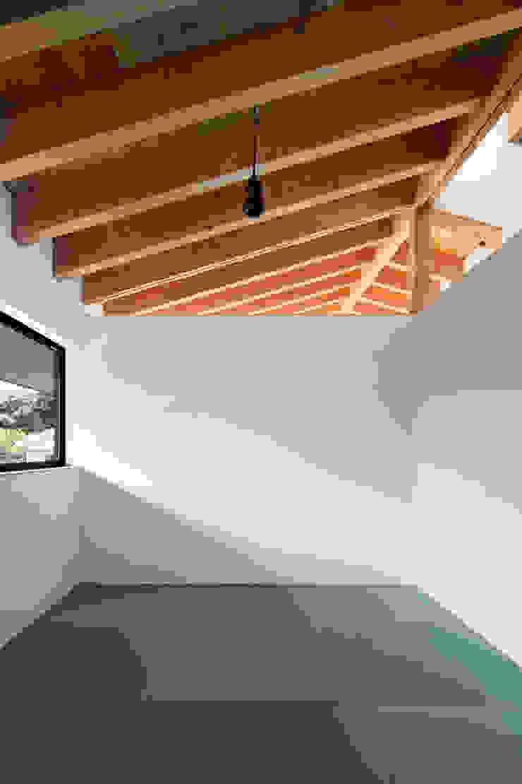 Chambre originale par 井上久実設計室 Éclectique