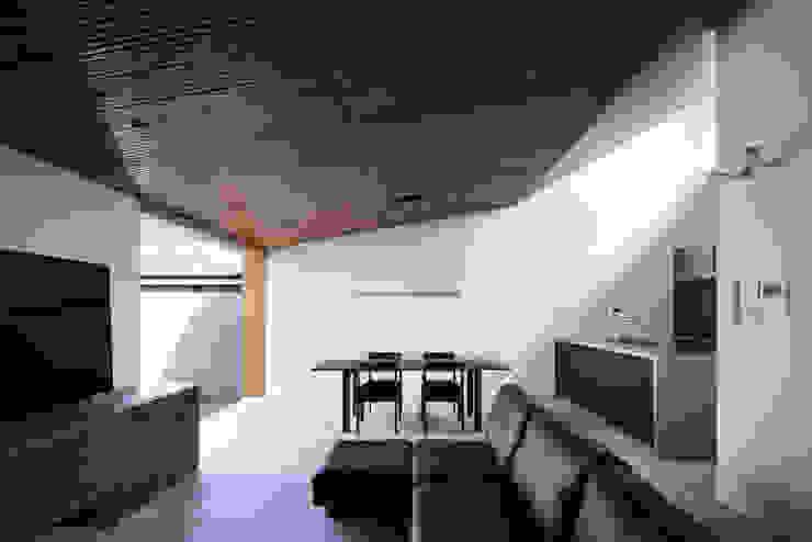 Phòng khách phong cách chiết trung bởi 井上久実設計室 Chiết trung