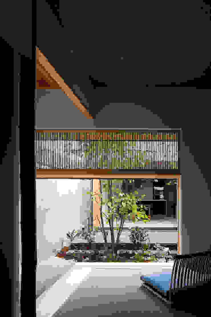 Phòng ngủ phong cách chiết trung bởi 井上久実設計室 Chiết trung