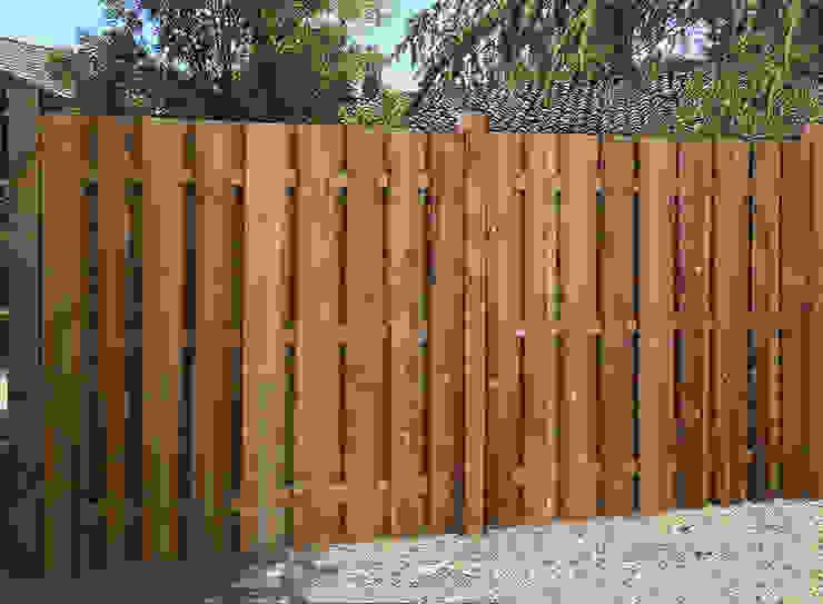 Сад в рустикальном стиле от Braun & Würfele - Holz im Garten Рустикальный Дерево Эффект древесины