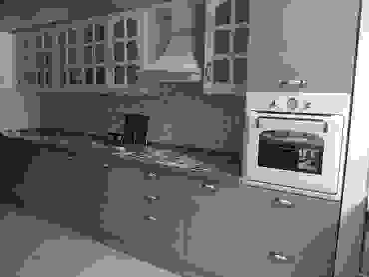 Kitchen by REYHAN MUTFAK I BANYO I DEKORASYON,