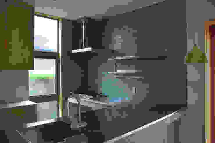 Cocinas modernas de さくま建築設計事務所 Moderno