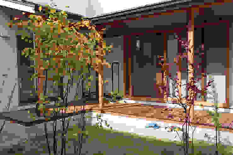 Jardines modernos de さくま建築設計事務所 Moderno