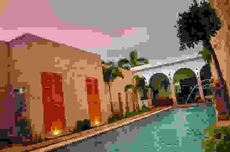 Casa 56: Albercas de estilo  por Workshop, diseño y construcción, Colonial