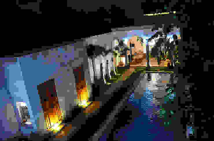 Casa 56 Piscinas coloniales de Workshop, diseño y construcción Colonial