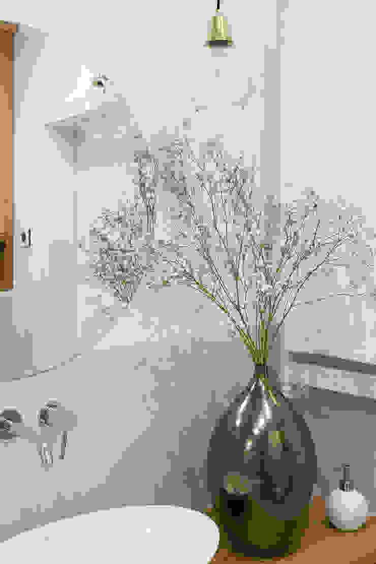 Casas de banho escandinavas por ZAZA studio Escandinavo