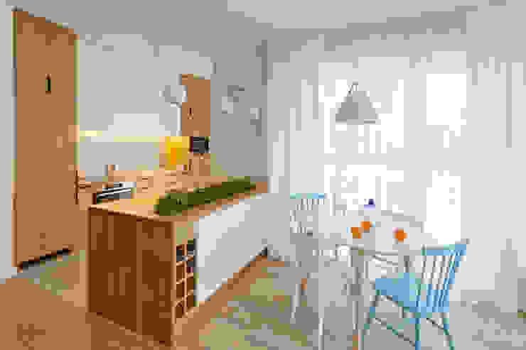 Salas de jantar escandinavas por ZAZA studio Escandinavo