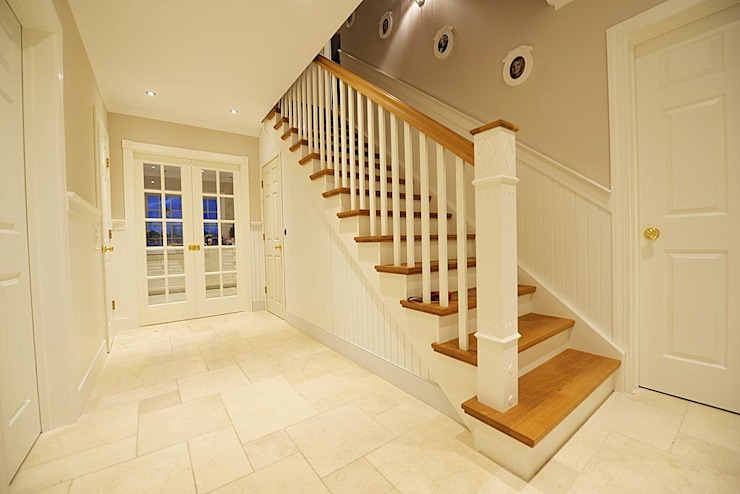 THE WHITE HOUSE american dream homes gmbh Country style corridor, hallway& stairs