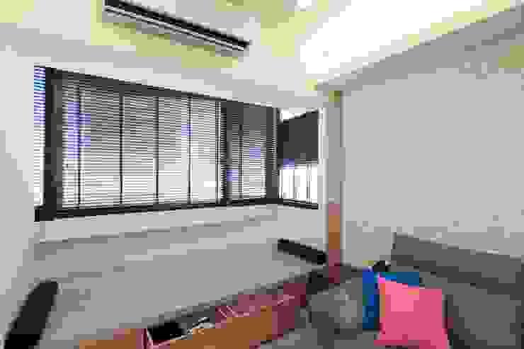 超實用機能宅 现代客厅設計點子、靈感 & 圖片 根據 微自然室內裝修設計有限公司 現代風