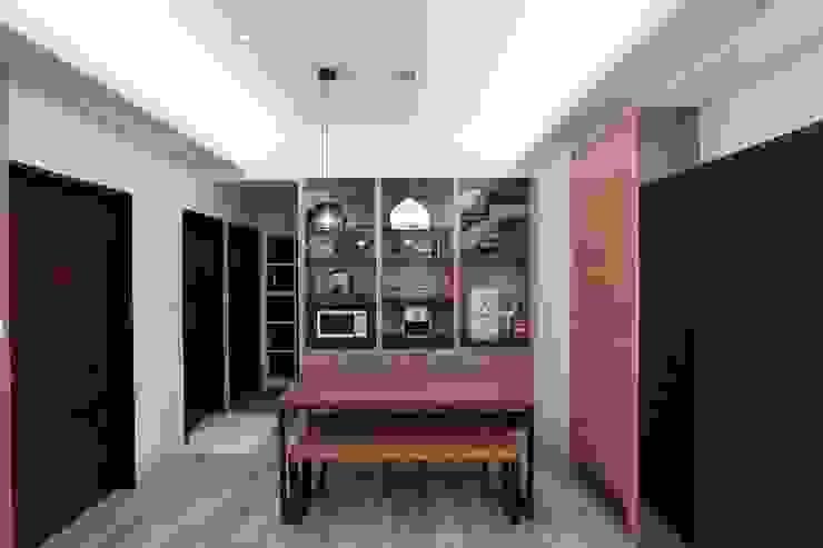 Moderne Esszimmer von 微自然室內裝修設計有限公司 Modern