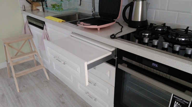 現代廚房設計點子、靈感&圖片 根據 REYHAN MUTFAK I BANYO I DEKORASYON 現代風
