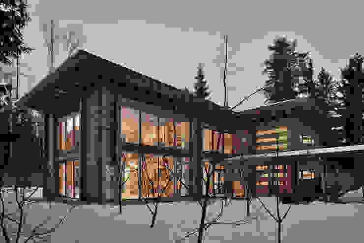 Дом Ловушка для солнца Дома в стиле модерн от Проект ОБЛО Модерн