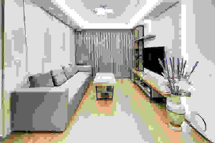 新莊-明日城 现代客厅設計點子、靈感 & 圖片 根據 唯創空間設計公司 現代風