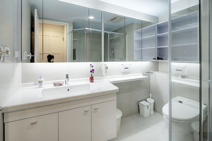 新莊-明日城 現代浴室設計點子、靈感&圖片 根據 唯創空間設計公司 現代風