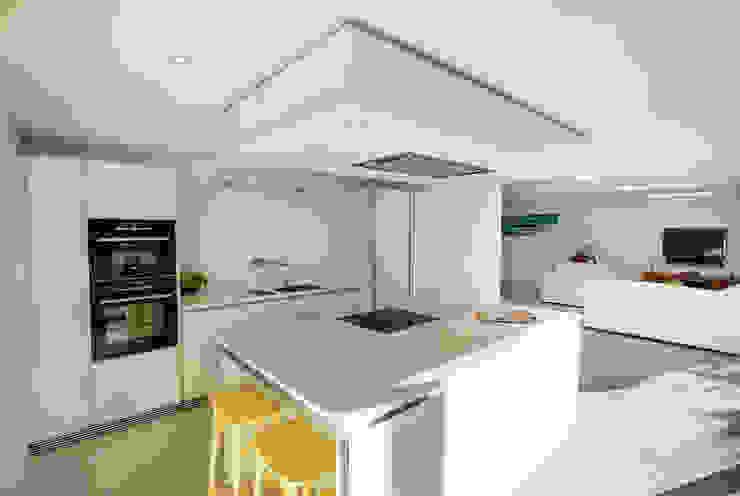 The Beckett House Modern kitchen by Adam Knibb Architects Modern